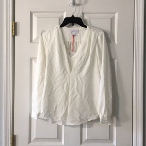 ELLE women's blouse size M, NWT